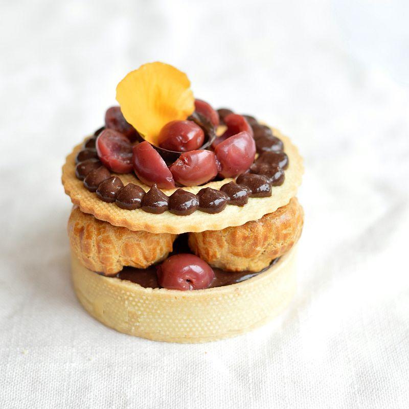 Tartelettes chocolat griottes et petits choux