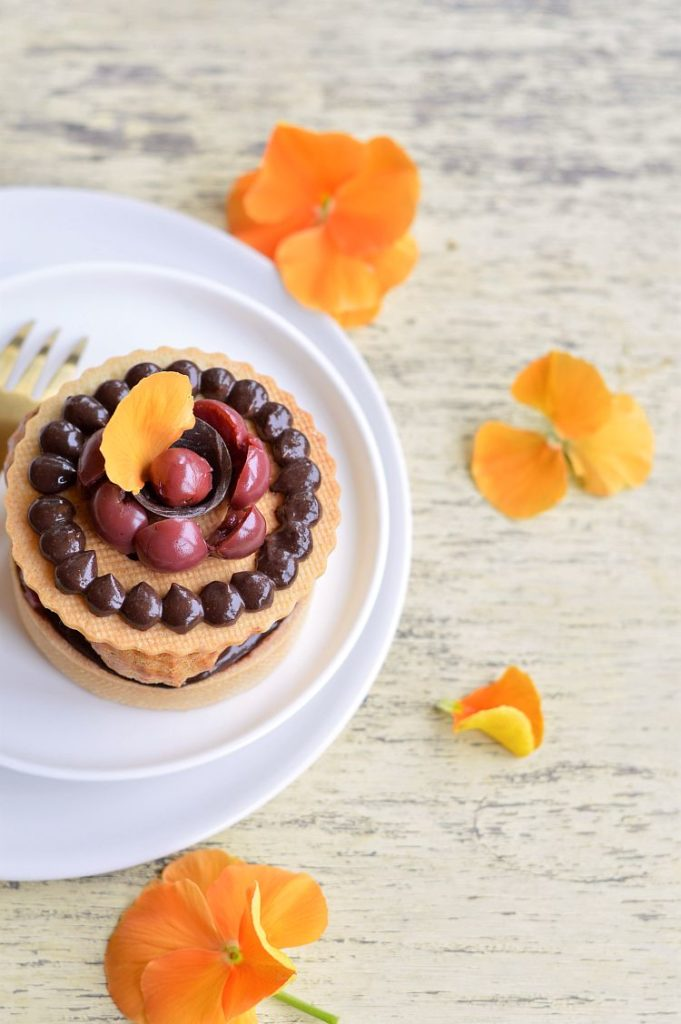tarte chocolat cerise griotte et petits choux