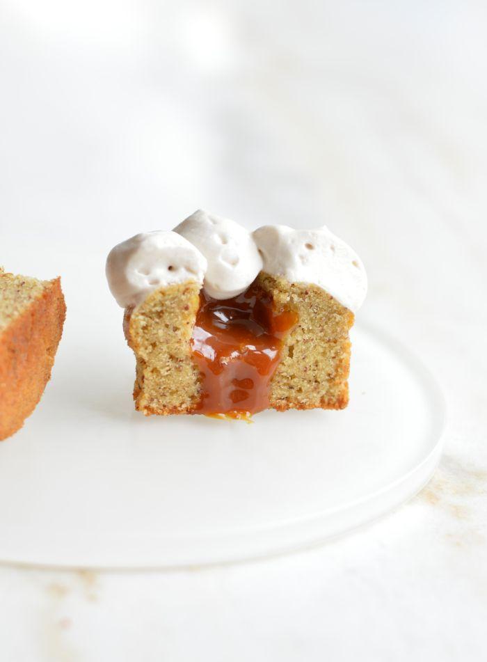 Gtaeau noisette avec crémeux coulant caramel